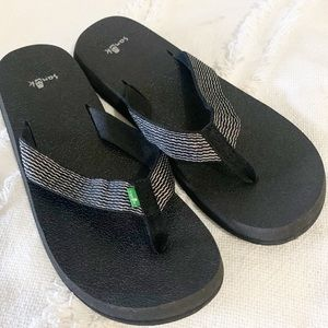 Sanuk glitter ribbon strap flip flop sandal